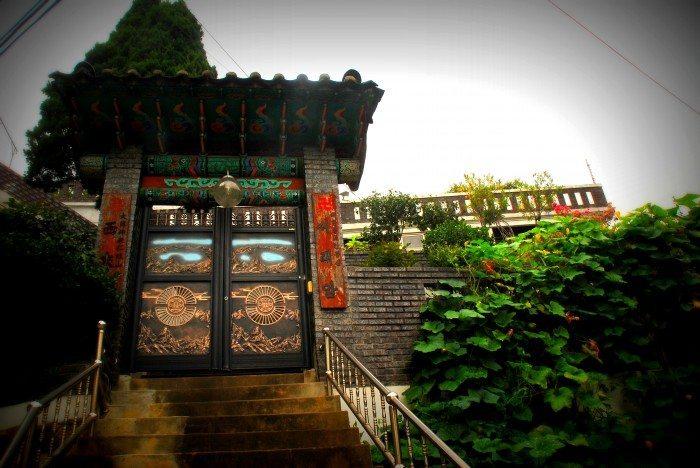 inwangsan temple doors
