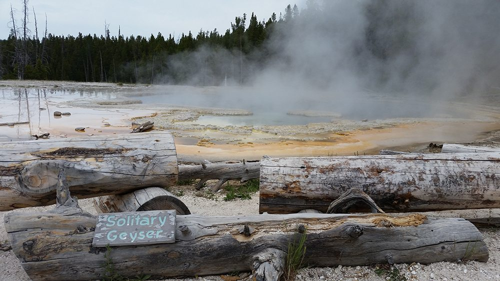 yellowstone national park solitary geyser